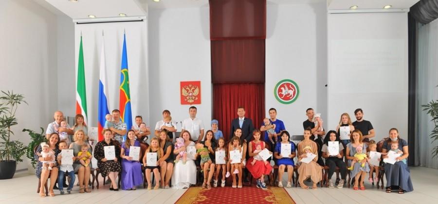 Автоградбанк принял участие во вручении сертификатов на материнский капитал