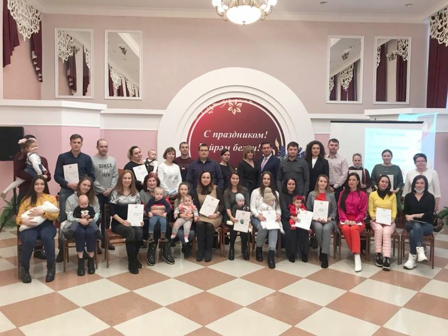 Автоградбанк принял участие в предновогоднем вручении сертификатов на материнский капитал
